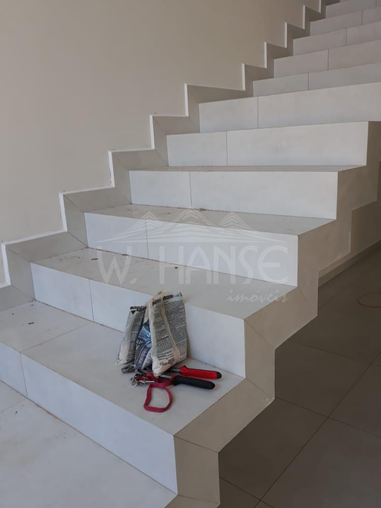 Escada de acesso piso superior